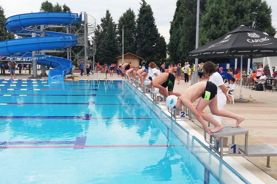 """Prvi plivački miting """"Zlatni dukat"""" na Gradskim bazenima"""