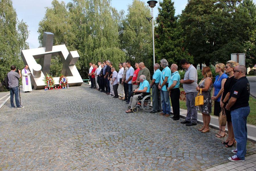 Kod spomenika braniteljima odana počast svim žrtvama Domovinskog rata