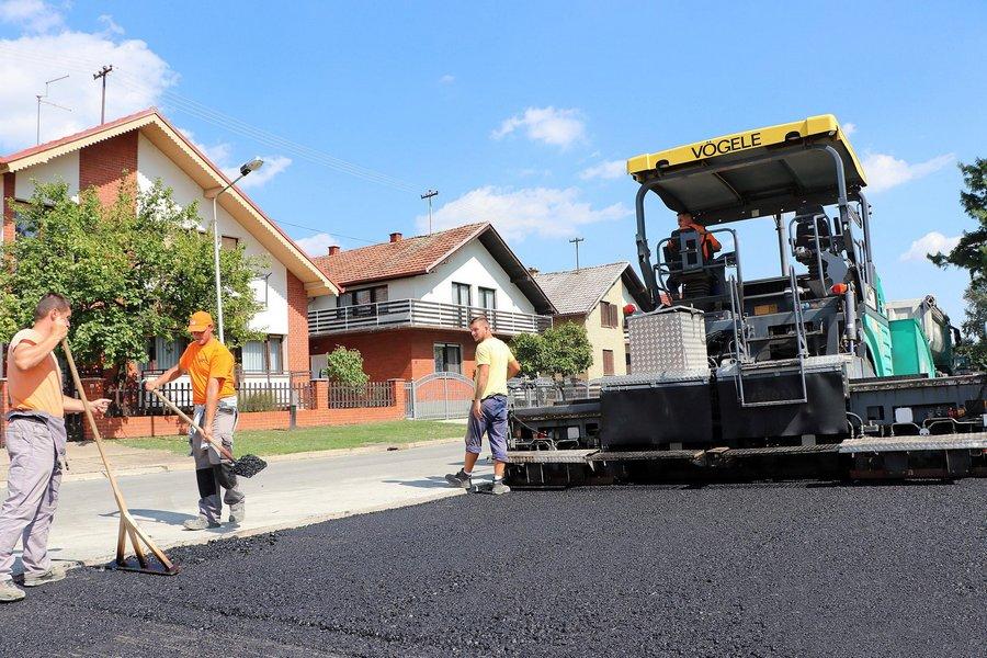 Parking s nogostupom kod Ćolnićeve, nova staza kod Nazorove škole
