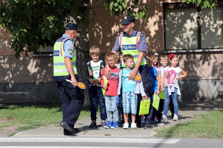 policija_u_skoli_djakovo