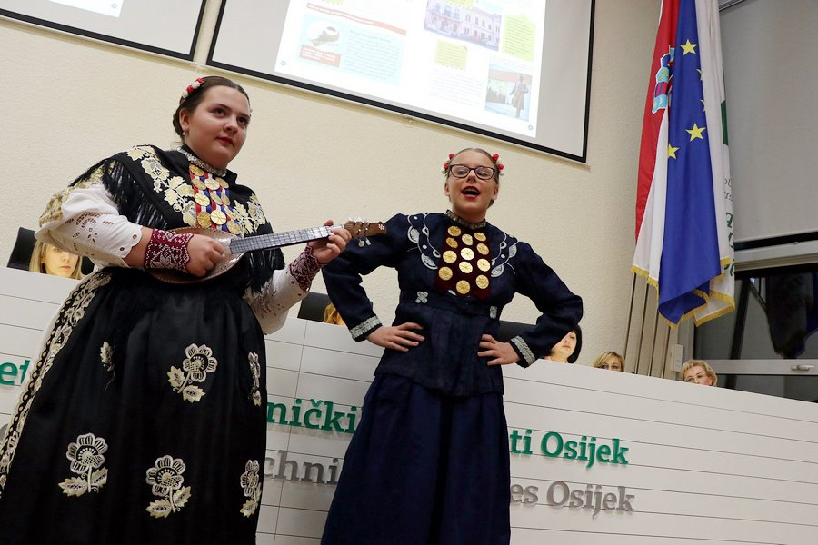 Među autoricama Zavičajnog priručnika OBŽ tri učiteljice s Ćolnićeve