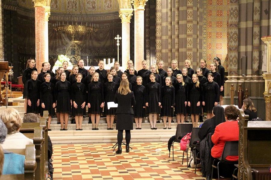 Djevojački zbor Mozartine oduševio đakovačku publiku