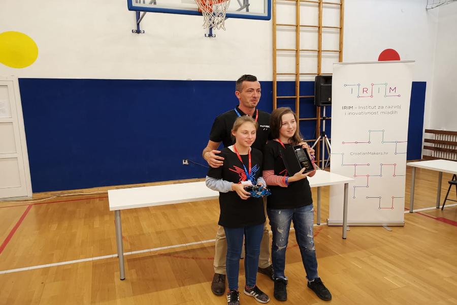 Robotičarke iz OŠ Josipa Antuna Ćolnića osvojile pozivnicu za natjecanje u Kini!