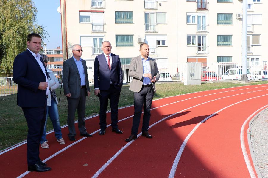 Gradonačelnik i Župan obišli srednjoškolsko igralište