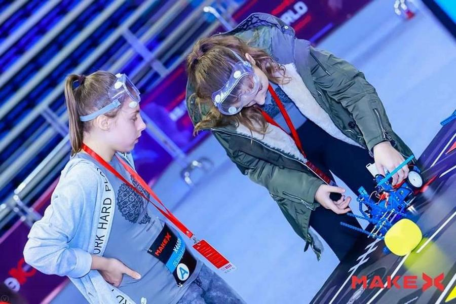 Mlade Ćolnićeve robotičarke i mentor nagrađeni za svjetski uspjeh u Kini