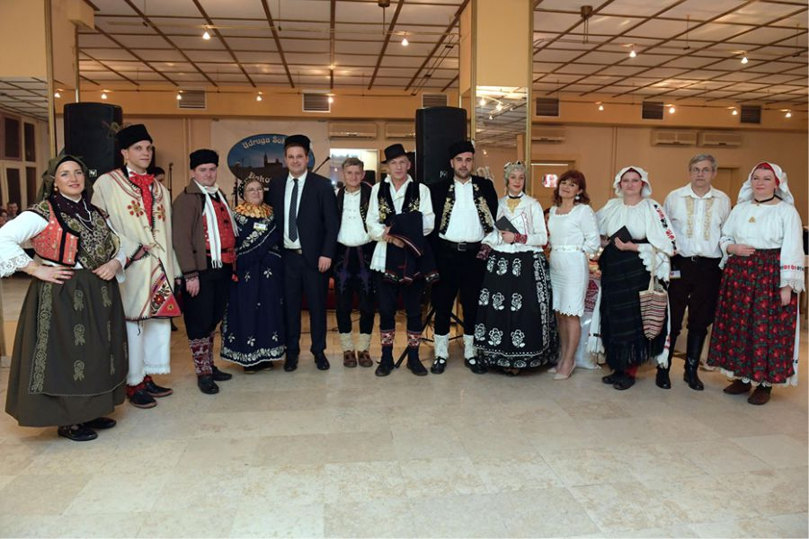 Šokačka večera okupila brojne poklonike tradicijskog ruha, pjesme i plesa