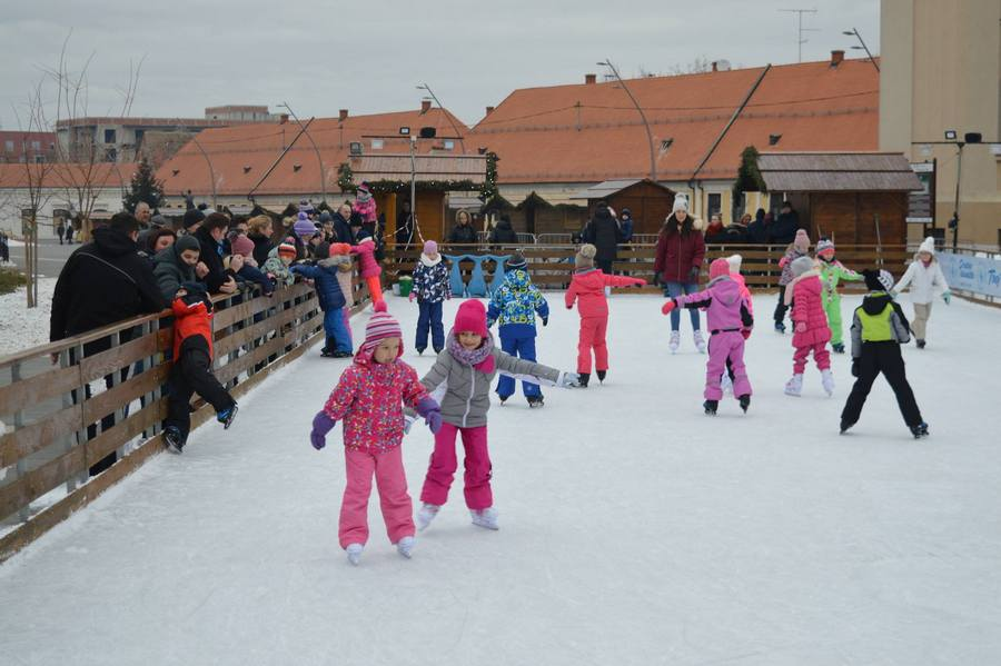 Na led gradskog klizališta ove zime stalo 8.000 posjetitelja