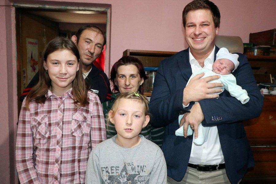 Gradonačelnik posjetio Leu Šarčević, prvu bebu rođenu u novoj godini