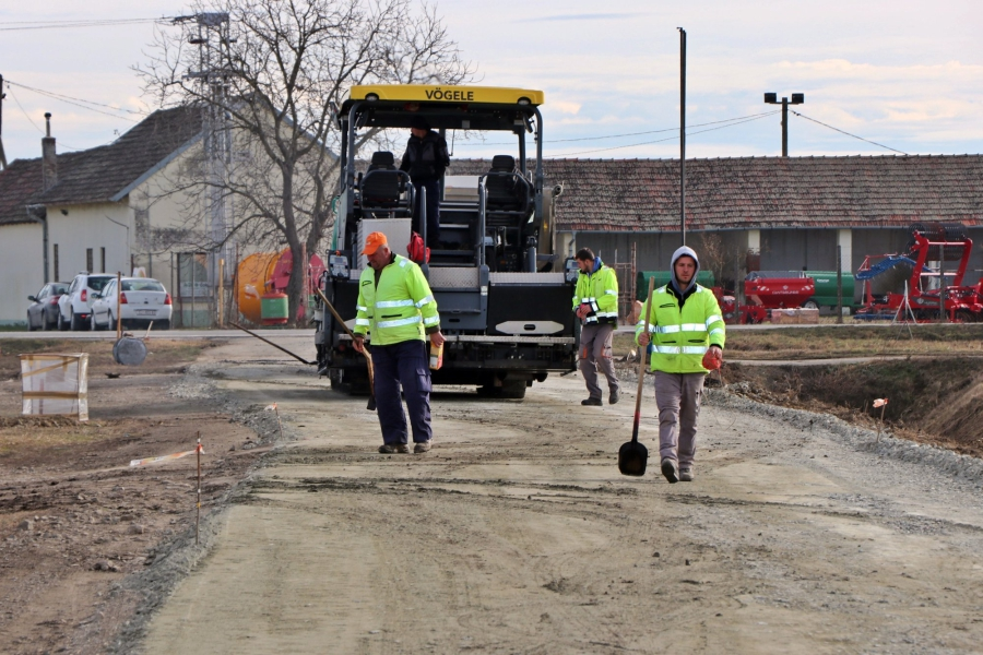 Asfaltirana cesta do dva poljoprivredna gospodarstva u Širokom Polju