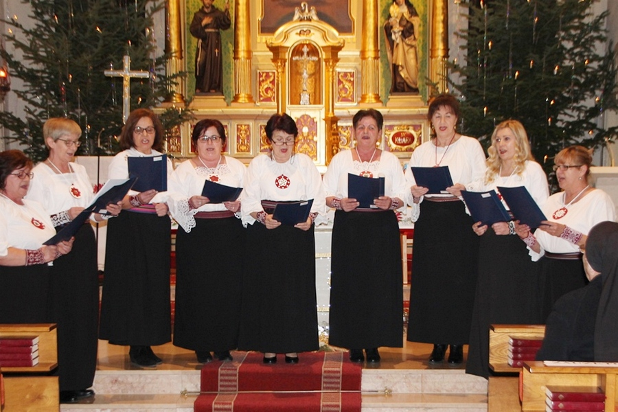 Pjevačke skupine đakovačkih KUD-ova izvele najljepše božićne pjesme