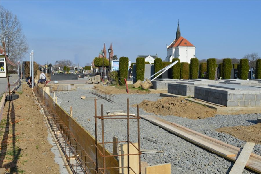 Nova kapija i ograda groblja na gornjem kolnom ulazu
