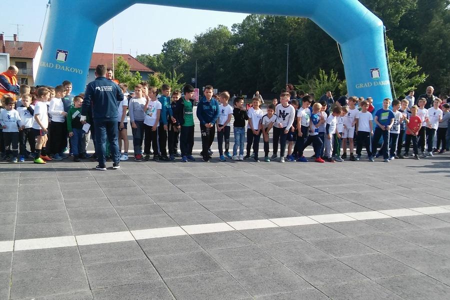 Uspješna tradicionalna ulična trka učenica i učenika osnovnih i srednjih škola