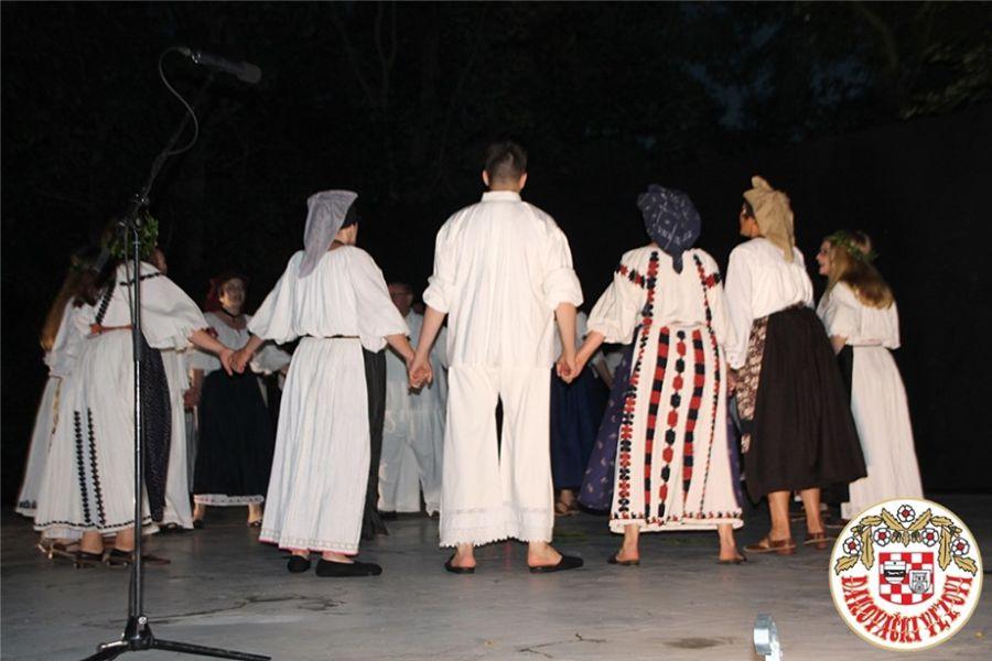 """Tradicionalni """"Ivanjski kresovi"""" održani su po devetnaesti puta u Đakovu"""