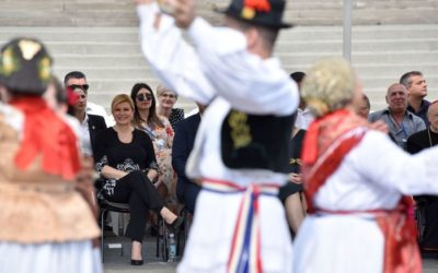 Predsjednica Republike pratila vezovsku povorku, bila na misi i posjetila Ergelu