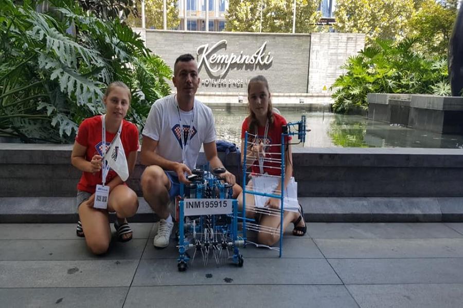 Đakovačke robotičarke ponovno u Kini
