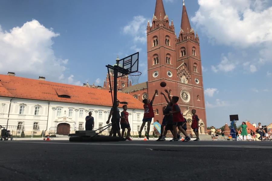 Strossmayerov trg u subotu postaje košarkaško igralište!