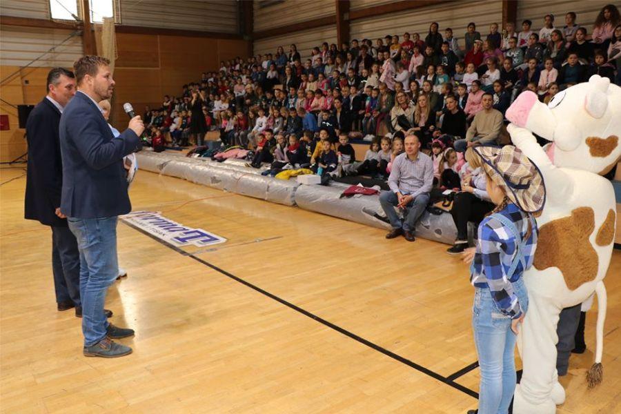 Mliječni dan u Nazorovoj školi – za djecu s teškoćama 10 tisuća kuna