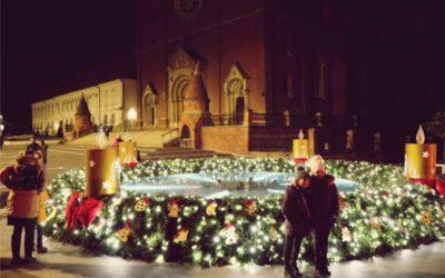 Upaljena je prva svijeća na adventskom vijencu