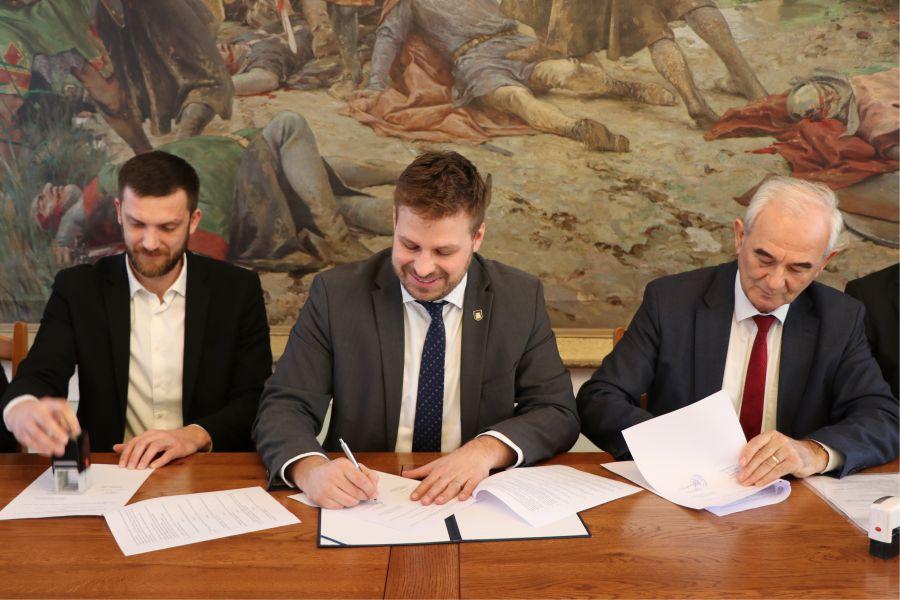 Potpisan ugovor o izradi Strategije razvoja pametnog Grada Đakova