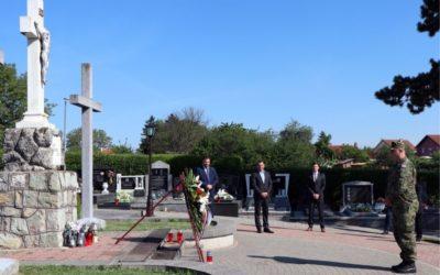 Polaganjem vijenca i paljenjem svijeća obilježen Dan Grada Đakova