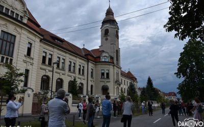 Građani ispred samostana pjevali i molili za sestre