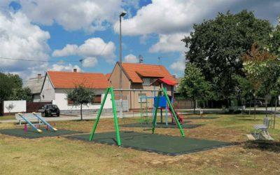 Završeni radovi na postavljanju više dječjih igrališta sa sigurnosnim podlogama