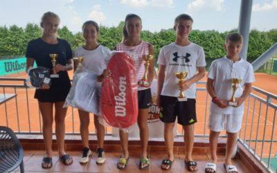 Anja Belvanović druga na turniru u Požegi