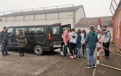 Budrovački učenici darivali Socijalnu samoposlugu u Vukovaru
