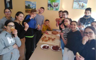 Budrovački osmaši ispekli uskrsni kruh