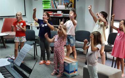 """""""Mala škola pjevanja"""" večeras ima svoj nastup pred Kućom Reichsmann"""