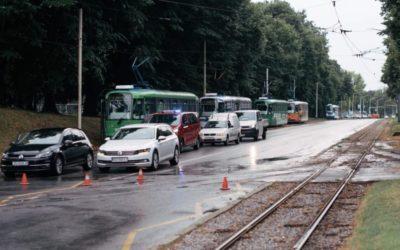 Nevrijeme zahvatilo Osijek; u Belom Manastiru policajci izvlačili vozače iz potopljenog automobila