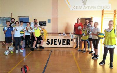 Bivši učenici poklonili sportsku opremu Ćolnićevoj školi